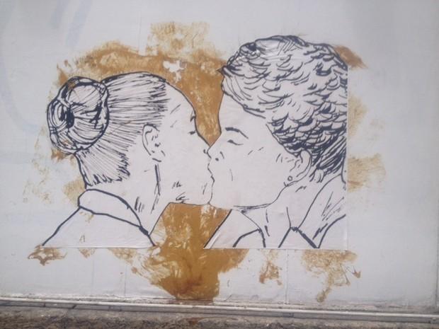 Desenho de Dilma e Marina tem autoria desconhecida  (Foto: Mariucha Machado/G1)