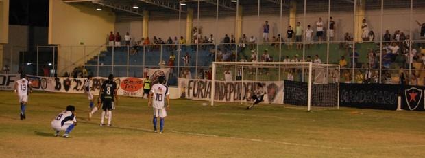 CSP x Botafogo-PB, Copa Paraíba (Foto: João Neto)