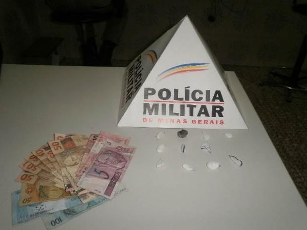 Jovens são detidos por suspeita de tráfico em Passa Tempo (Foto: Polícia Militar/Divulgação)