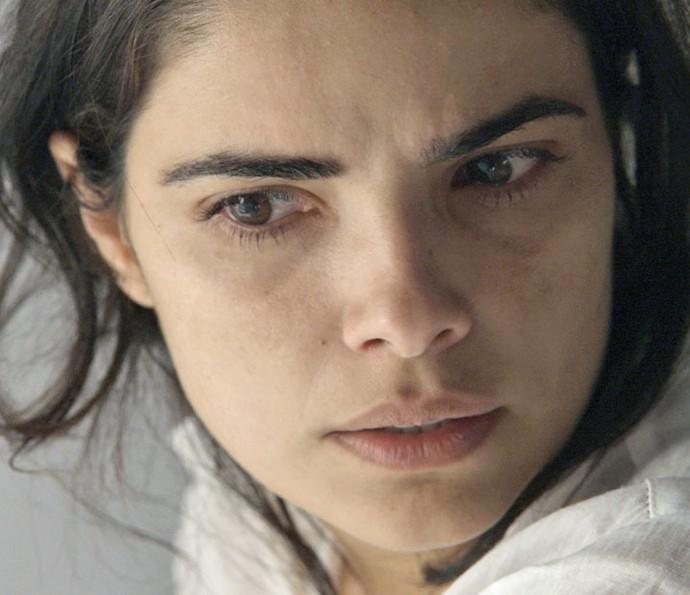 Tóia vê Atena saindo de cativeiro (Foto: TV Globo)