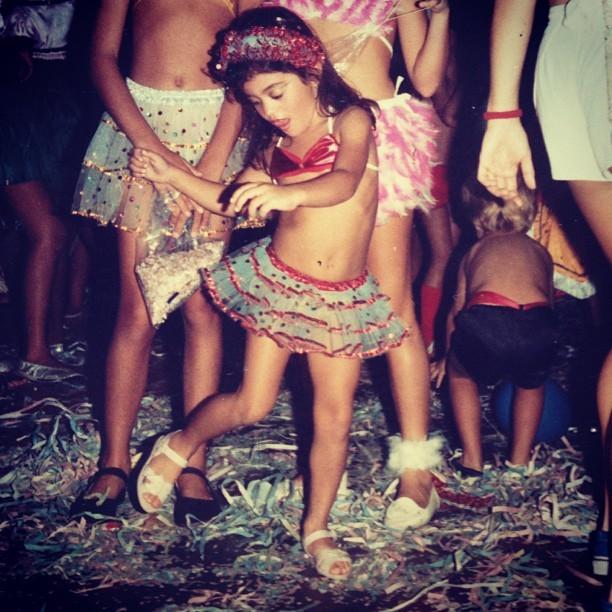 Carol Castro posta foto de carnaval na infância (Foto: Instagram)