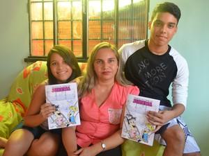 Armando também cria histórias inspiradas na própria família (Foto: Emily Costa/G1)