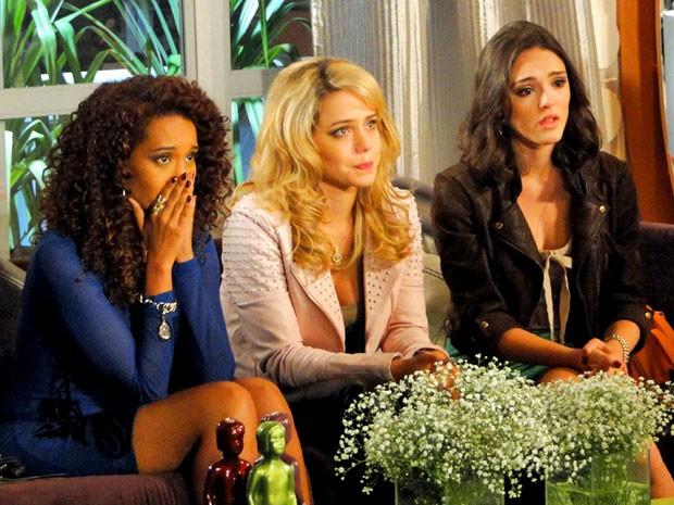O trio fica muito emocionado (Foto: Cheias de Charme / TV Globo)