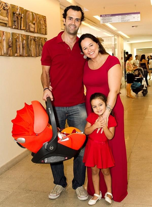 Mariana Belém e o marido têm duas filhas  (Foto: Reprodução Instagram )