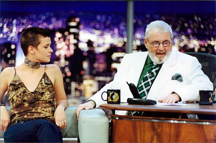 Carolina Dieckmann em entrevista ao 'Programa do Jô', em 2001 (Foto: Ricardo Martins/Divulgação)