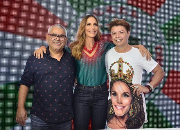 Jayder Soares, presidente da escola, Ivete Sangalo e David Brazil  (Foto: Roberto Teixeira / EGO)
