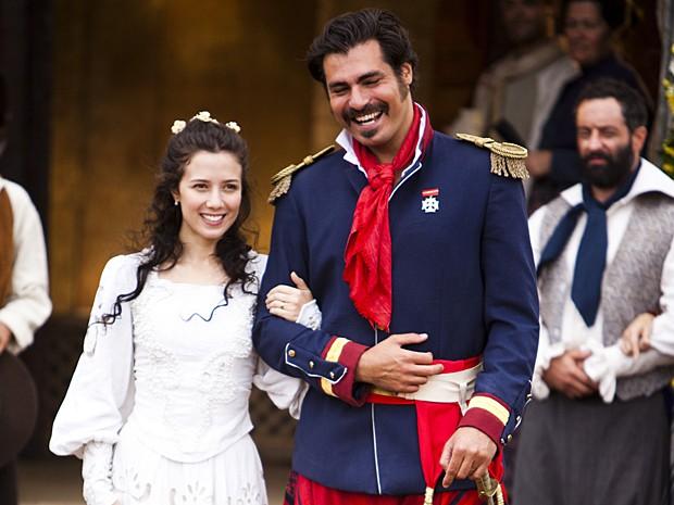 Bibiana tanto insiste que consegue se casar com Rodrigo Cambará (Foto: O Tempo e o Vento / Gshow)