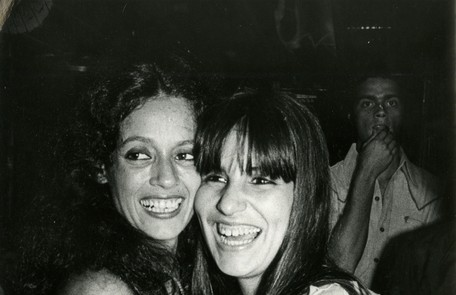 Gloria com Sônia Braga em 'Dancin' Days' Divulgação