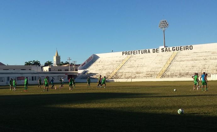 Salgueiro realiza seu último treino antes do jogo contra o ASA (Foto: Ednardo Blast/ TV Grande Rio)