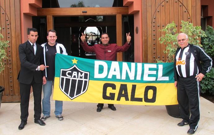 torcedores do Atlético-MG no hotel do Raja Casablanca (Foto: Alexandre Alliatti)