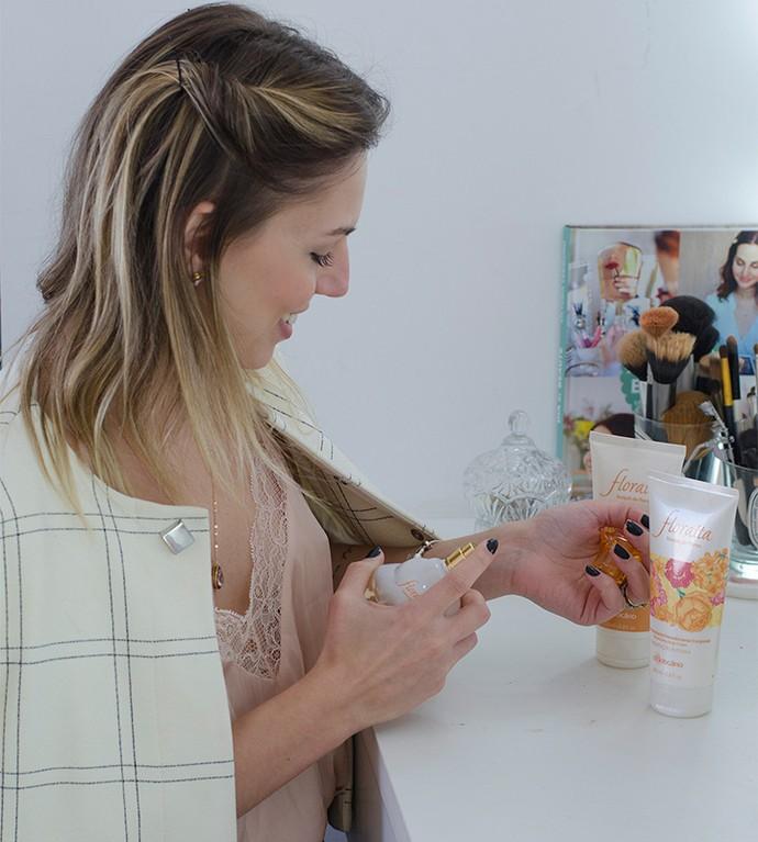 Valentina experimenta a linha Floratta (Foto: Divulgação)