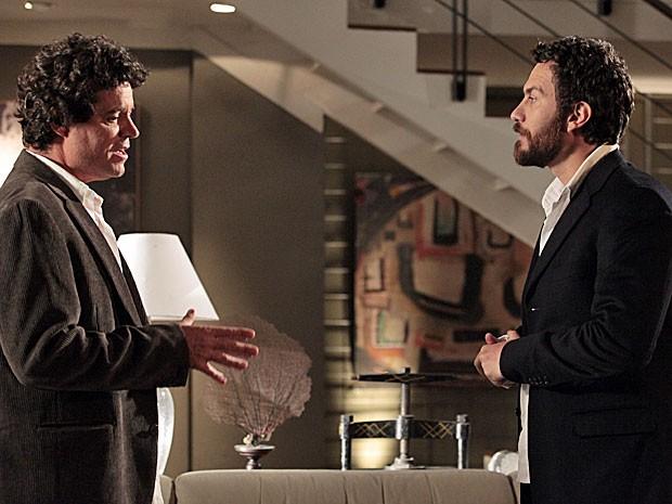 Rodrigo pede a ajuda de Gabriel (Foto: Amor Eterno Amor/TV Globo)