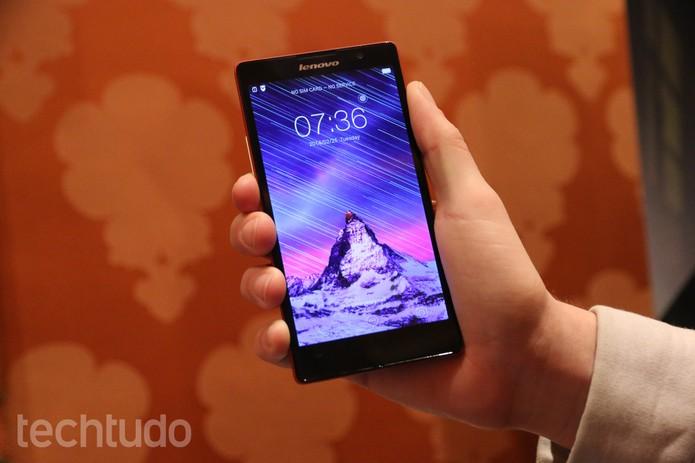 P90 é o celular da Lenovo com tela Full HD de 5,5 polegadas e processador Intel Atom Z3560 (Foto: Isadora Díaz/TechTudo)