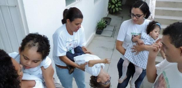 Quando se juntam, mães trocam experiências e filhos se divertem (Foto: Katherine Coutinho / G1)
