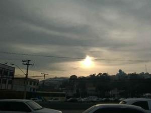 Céu nublado Juiz de Fora (Foto: Roberta Oliveira/ G1)