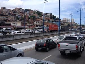 Trânsito é lento na região da Via Expressa (Foto: Fernanda Aragão / Arquivo Pessoal)