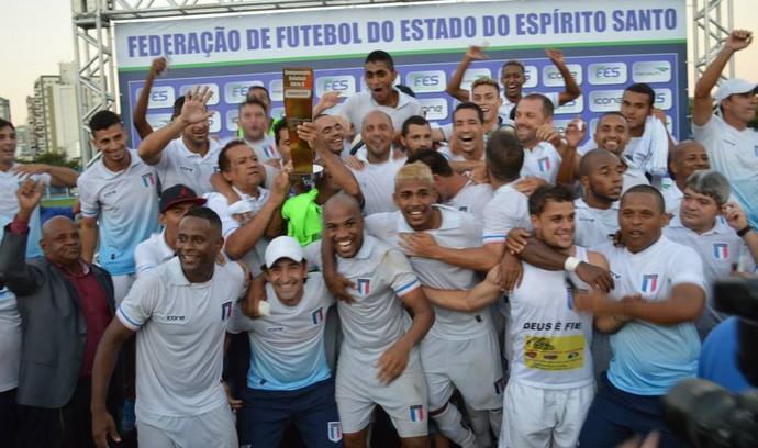 Valorizado, o lateral-direito Magno (ao centro), foi um dos destaques do Espírito Santo na Série B (Foto: Alex Di Carvalho/Espírito Santo FC)