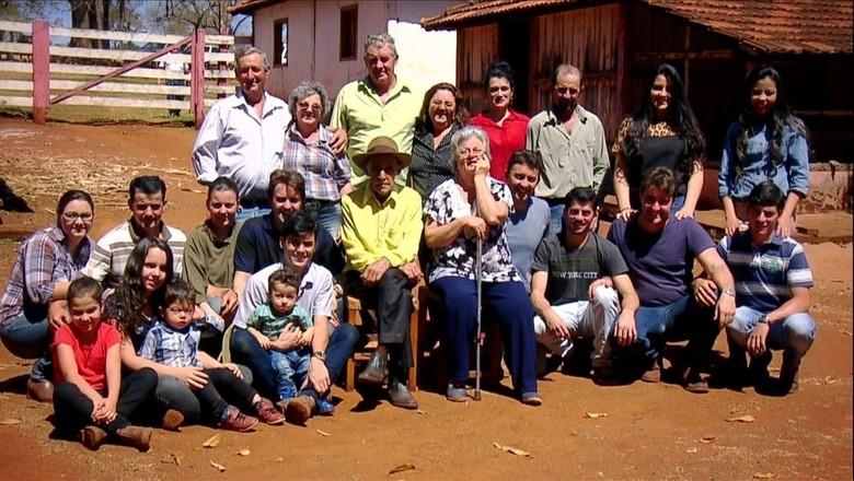 Família Faria comemora aniversário de Seu Leonardo (Foto: Reprodução/TV Globo)