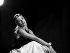 Lana Rhodes mostra sensualidade e lado modelo em ensaio fotográfico