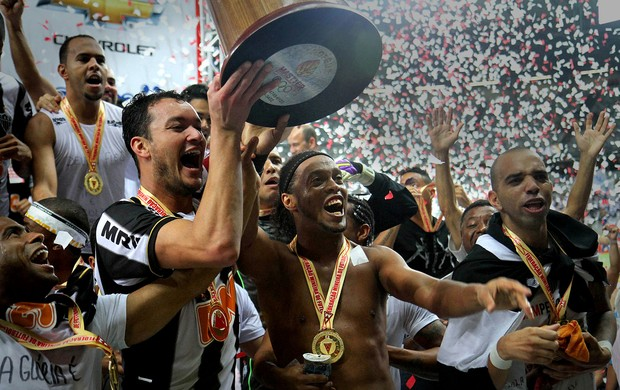 rever ronaldinho gaucho atlético-mg bicampeão mineiro 2013 (Foto: Paulo Fonseca)
