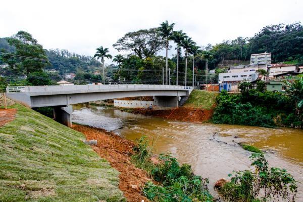 inaugura ponte em Bom Jardim, no RJ  notícias em Região Serrana