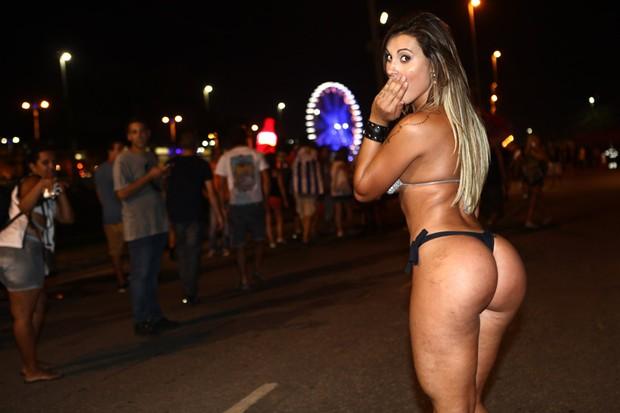 Andressa Urach de biquini no Rock in Rio (Foto: Iwi Onodera/ EGO)