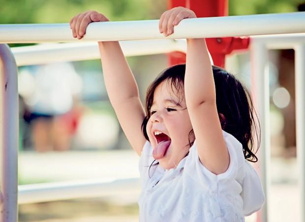 menina; brincar; sorrir (Foto: Getty Images)