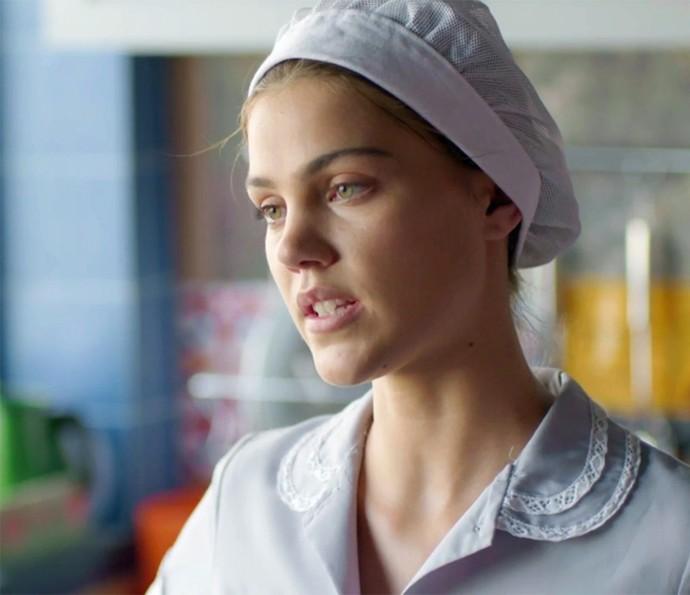 Alina não perde a oportunidade de jogar um veneno (Foto: TV Globo)