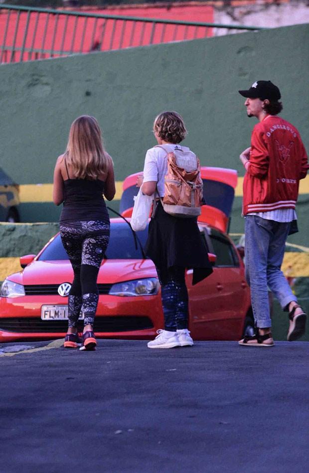 Gabi, Isabela e um amigo (Foto: AgNews / Leo Franco)