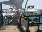 Ferry boat e lanchas têm movimento tranquilo na tarde deste sábado