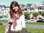 Chandelly compra lembrancinha em famosa esquina hippie de São Francisco