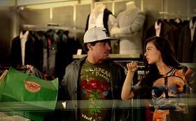 Suelen dá banho de loja em Leandro e muda o visual dele