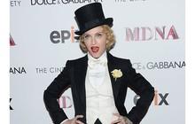 Madonna e mais famosas apostam em versões do smoking