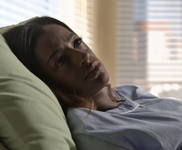 Alceste fica internada em hospital psiquiátrico (Foto: TV Globo)