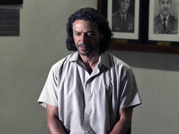 Donato vai pagar caro pelo crime de Hélio (Foto: Flor do Caribe / TV Globo)