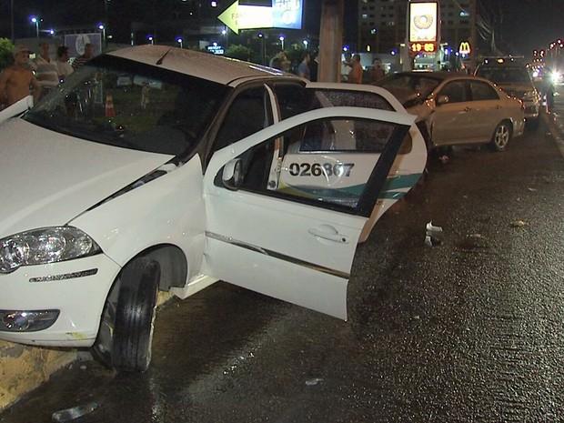 Acidente com dois veículos deixou cinco pessoas feridas (Foto: TV Verdes Mares/Reprodução)