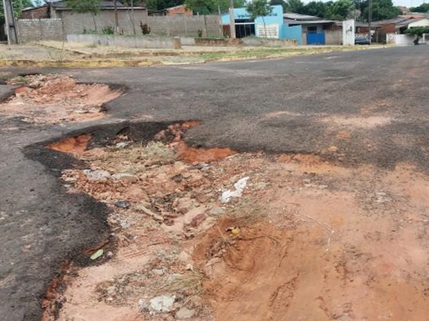 Danos em ruas podem ser vistos em diversas áreas da cidade (Foto: Prefeitura de Lucélia/Divulgação)