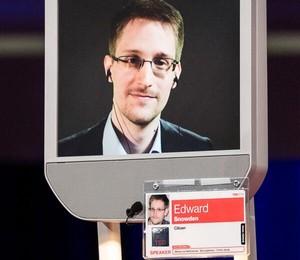 Foto: Cidadãos comuns são os mais espiados pelos EUA Nove em cada 10 titulares de contas digitais com conversas intercetadas eram cidadãos comuns, segundo os dados entre 2009 e 2012 fornecidos ao jornal pelo ex-agente da NSA, o americano Edward Snowden, atualmente asilado na Rússia. http://go.pwm.pt/1kvfofD