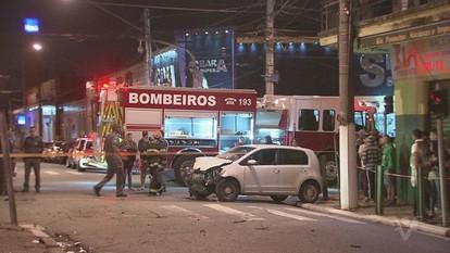 Acidente entre dois veículos deixa duas pessoas feridas em Santos, SP