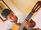 Enzo Celulari se arrisca no violão: 'A música é o barulho que pensa'