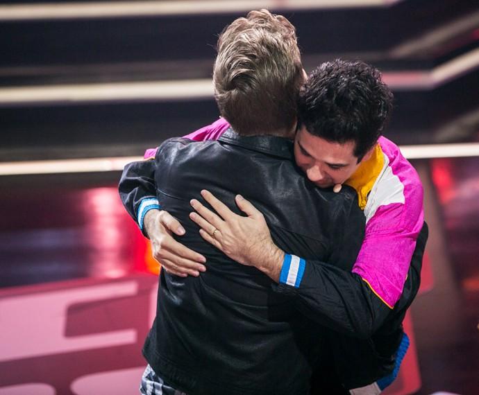 Flausino e Teló dão abraço fofo nos bastidores (Foto: Isabella Pinheiro / Gshow)