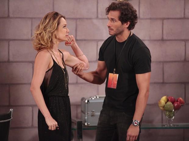 Fábio perde a cabeça por ciúmes (Foto: Guerra dos Sexos / TV Globo)