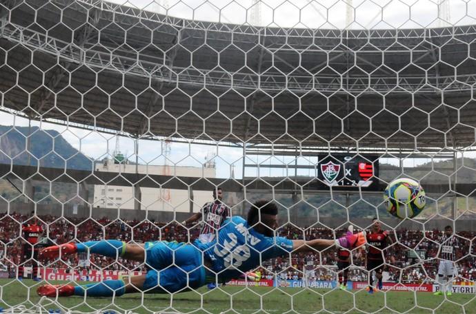 Gol Henrique Dourado Fluminense x Flamengo (Foto: André Durão)
