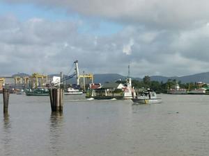 PM foi chamada para auxiliar no caso dos ferry boats (Foto: Luiz Souza/RBS TV)