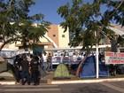 Aprovados para a GCM acampam há quase um mês na porta de prefeitura