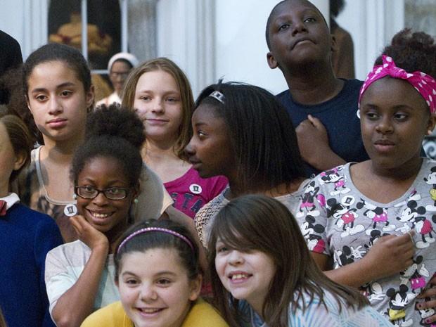 Alunos da Escola Primária Sheridan, em Bloominton, nos Estados Unidos (Foto: Randy Squires/AP)