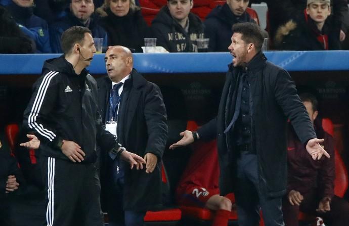 Diego Simeone Bayer Leverkusen x Atlético de Madrid (Foto: Reuters)