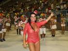 Solange Gomes rouba a cena com look transparente e calcinha brilhosa