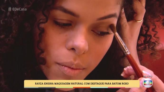 Rayza opta pela sombra marrom (Foto: TV Globo)