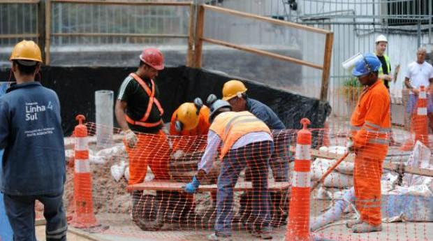 Construção civil fechou 2016 com 414 mil vagas, uma queda de 14,33% em relação a dezembro de 2015 (Foto: Reprodução/Agência Brasil)